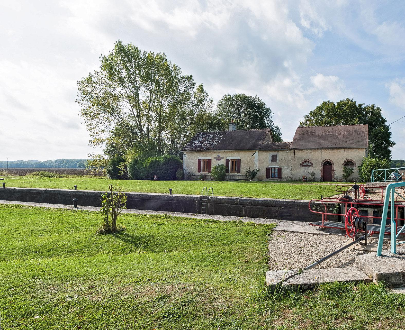 Canaux de bourgogne introduction for Ancienne maison des gardes