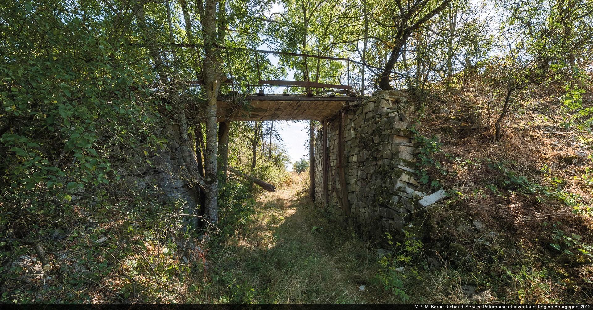 Pierre De L Yonne canaux de bourgogne : archéologie d'un site industriel disparu