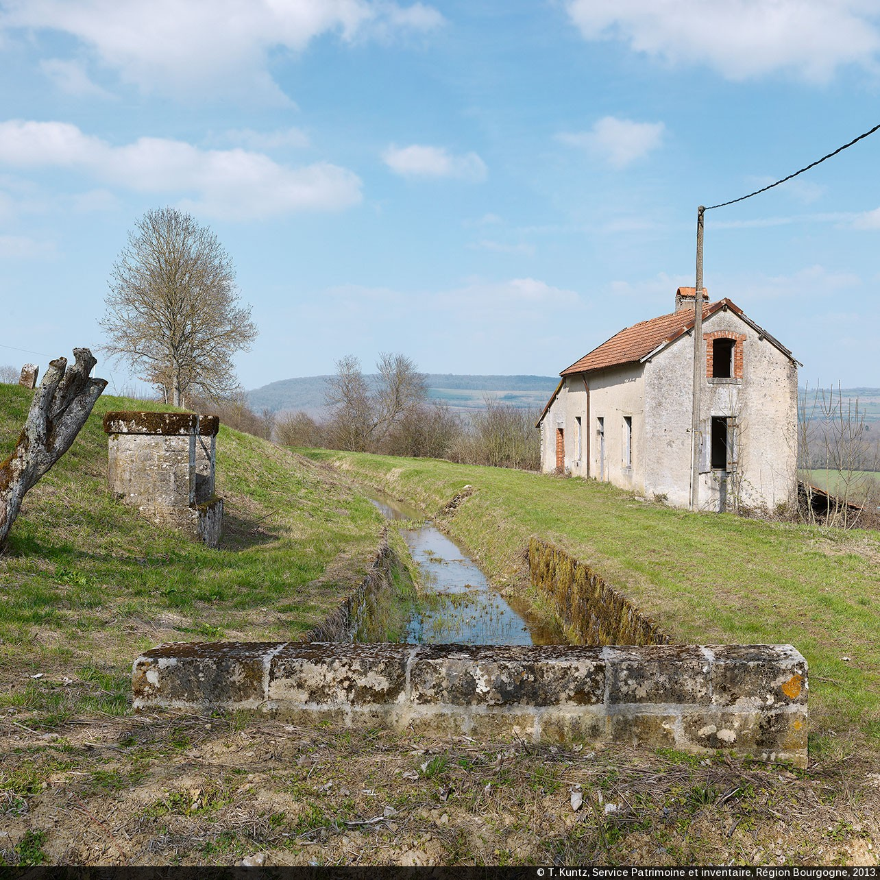 Canaux de bourgogne l ancienne maison de garde d eguilly for Ancienne maison des gardes