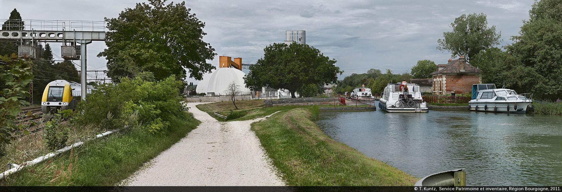 Canaux de bourgogne am liorations et am nagements - Maison au bord de la voie ferree ...